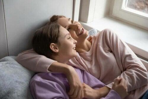 Mãe com sua filha adolescente