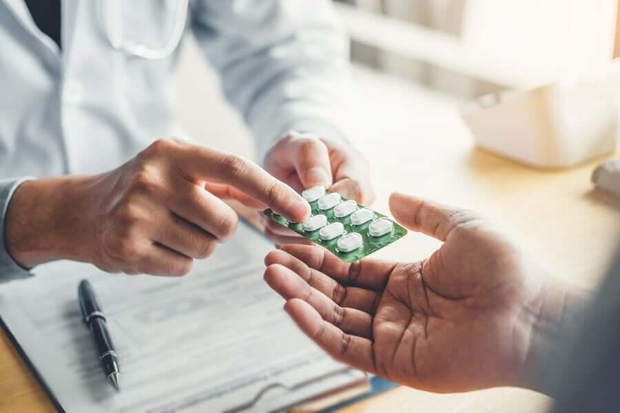 Receitar diferentes tipos de medicamentos