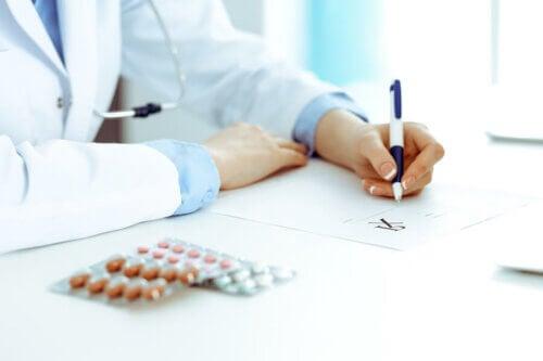 Médico receitando ansiolíticos