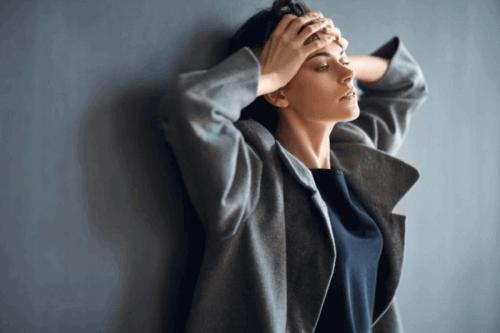 Mulher sofrendo de ansiedade
