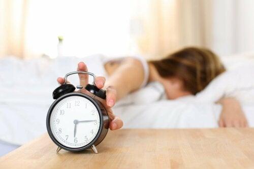 Desligar o despertador pela manhã