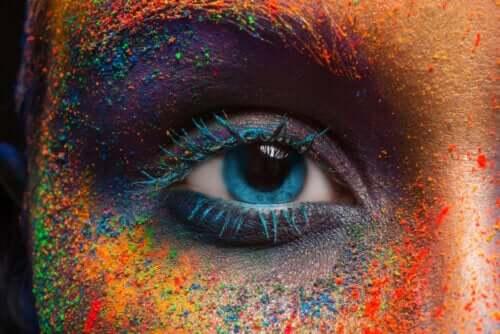 É possível mudar a cor dos olhos? Descubra verdades e mitos sobre o tema