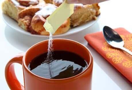 Adoçar o café