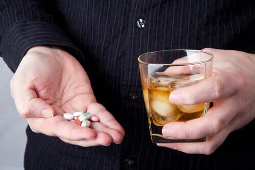 Posso beber álcool se estiver tomando remédios?