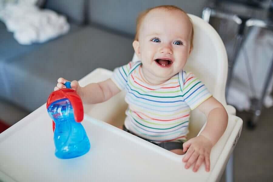 Bebê com dois dentinhos