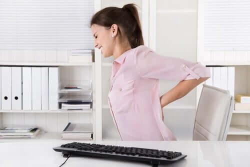 Dor nas costas ao trabalhar