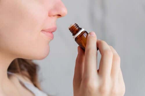A aromaterapia ajuda a aliviar a dor menstrual?