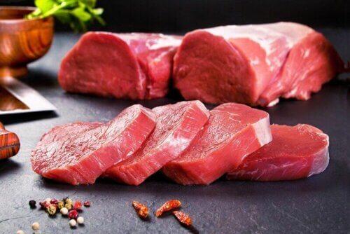 Carne vermelha crua