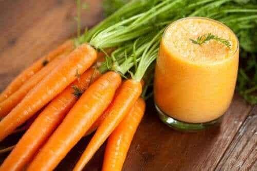 Como fazer um smoothie de cenoura em casa e quais são os seus benefícios?
