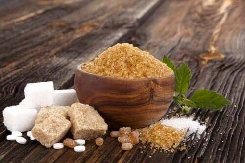 Açúcar branco, moreno e mascavo: semelhanças e diferenças