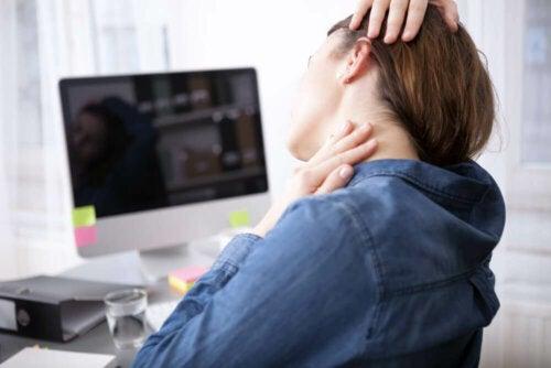 Alongar o pescoço no trabalho