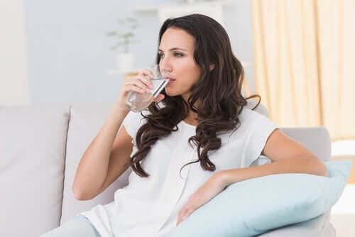 Beber água regularmente