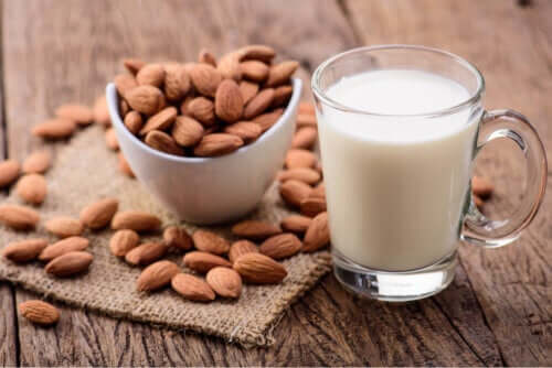 Consumo de leite de amêndoas por crianças: benefícios e desvantagens