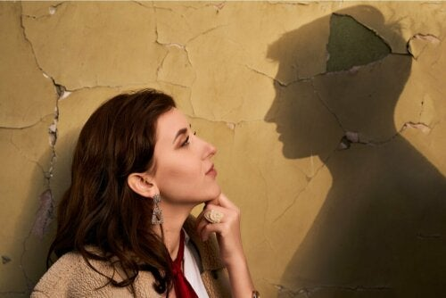 Mulher imaginando seu ex