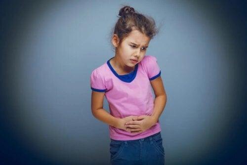 Criança com dor no abdômen