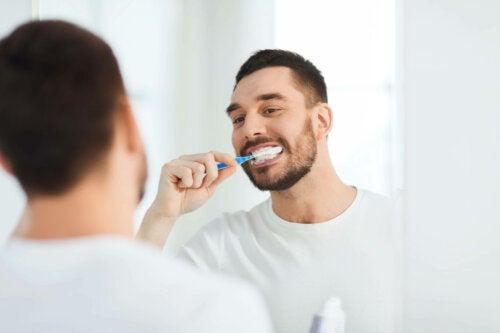 Higiene bucal para prevenir as aftas