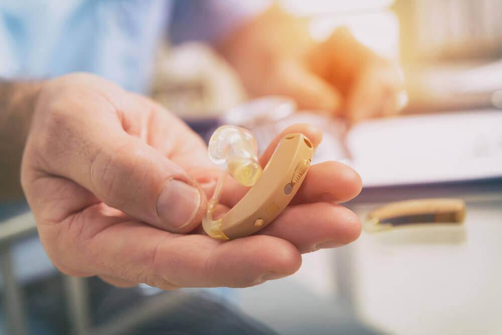 O que é um implante coclear?