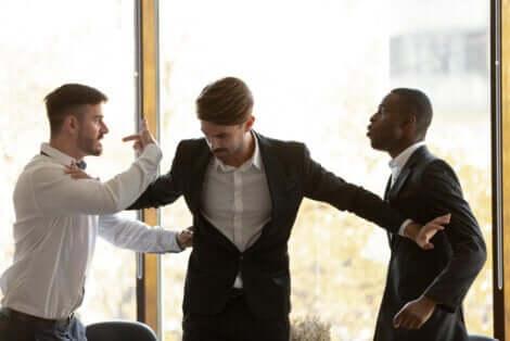Situações que podem provocar a raiva