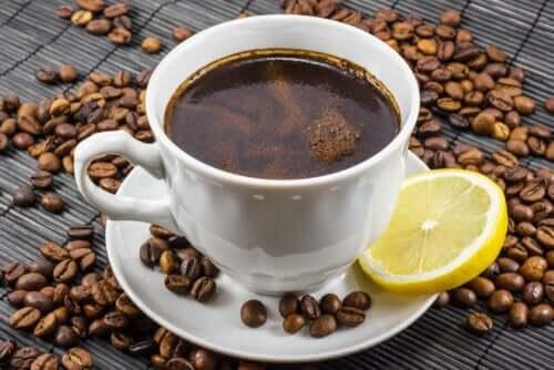 Café com limão: esta nova tendência é uma boa ideia?