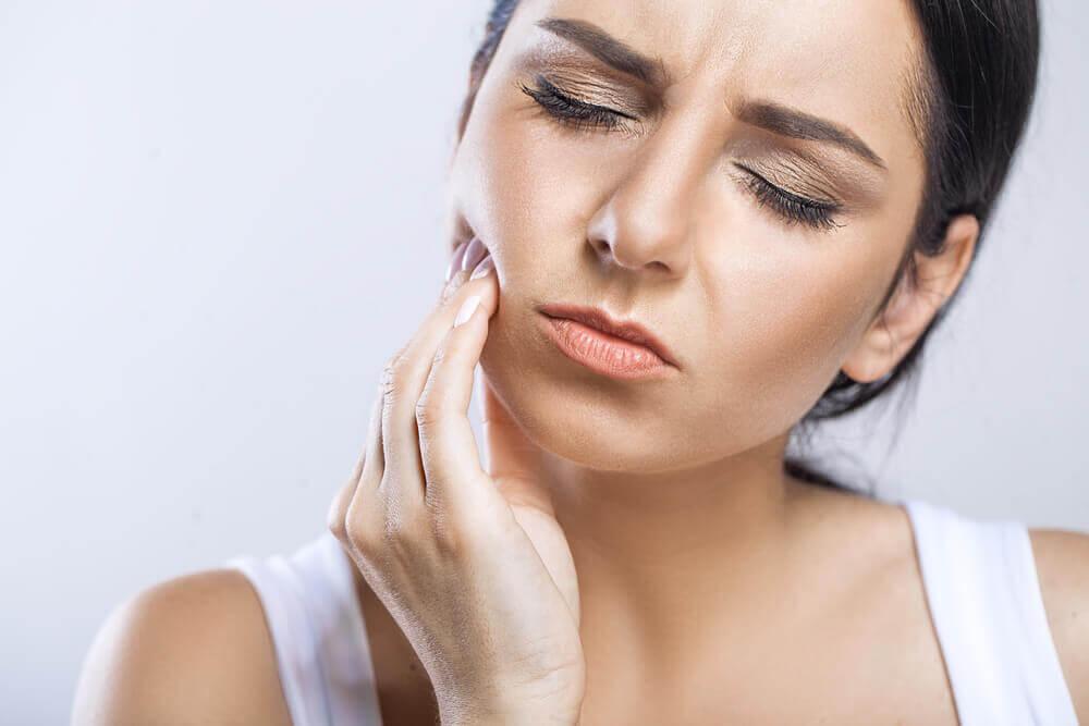 Quando consultar o dentista após a extração de dente?