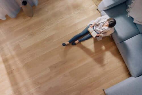 Piso de madeira em casa: vantagens e desvantagens