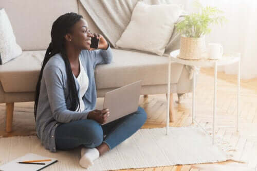 Sentar no chão: benefícios e cuidados