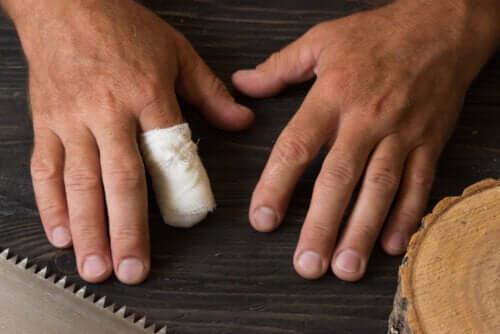 Primeiros socorros no caso de amputação acidental de um dedo