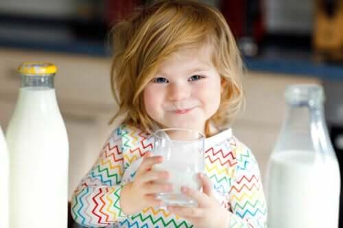É saudável dar leite de cabra a um bebê?