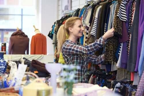 6 dicas para acertar ao comprar roupas de segunda mão