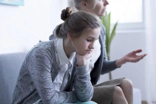 Menina na terapia familiar