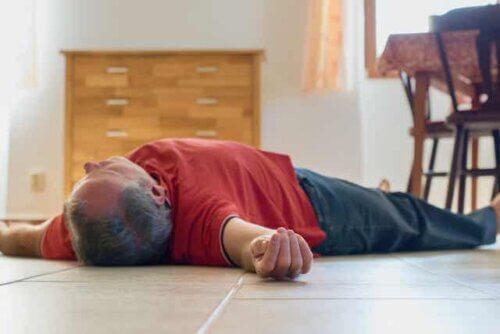 Homem desmaiado