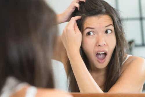4 razões para o surgimento dos cabelos brancos mesmo sendo jovem