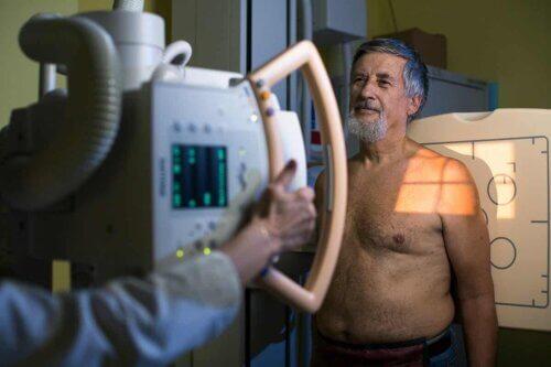 Homem fazendo radiografia