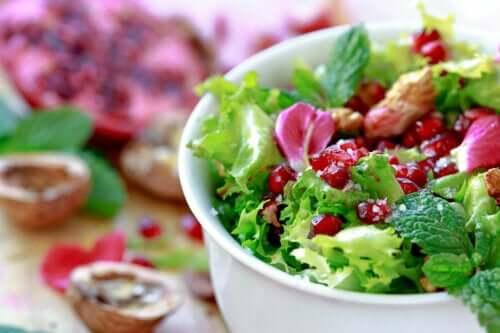 Salada de endívia com romã: receita fácil e rápida