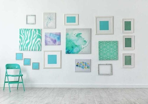 Quadros coloridos na parede