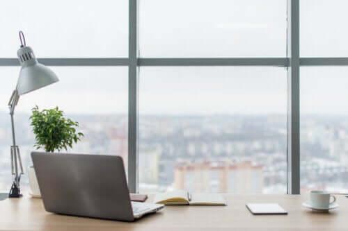 Como melhorar a iluminação do seu espaço de trabalho?