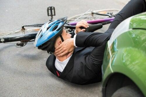 O capacete inovador que irá prevenir lesões na medula espinhal em ciclistas