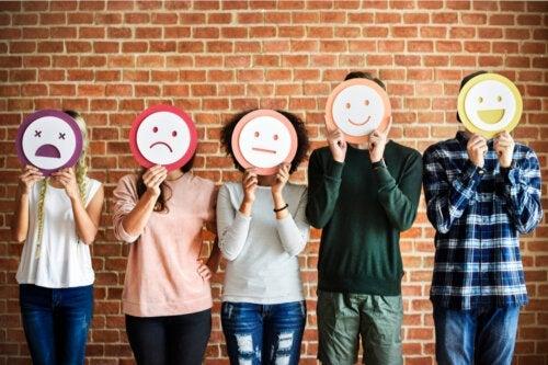 Quais são as emoções primárias?