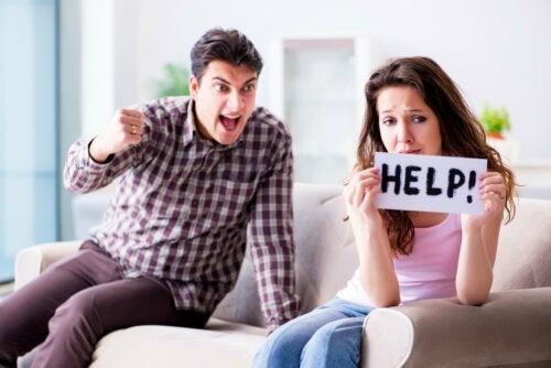 Os 3 primeiros sinais de um relacionamento abusivo