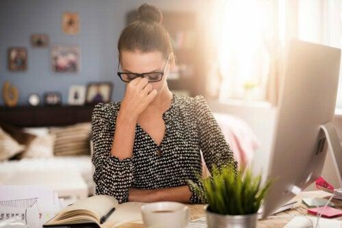 4 maneiras simples e eficazes de aliviar a dor de cabeça de sinusite