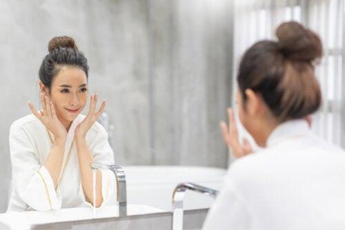 Quando devemos lavar o rosto com água quente ou fria?