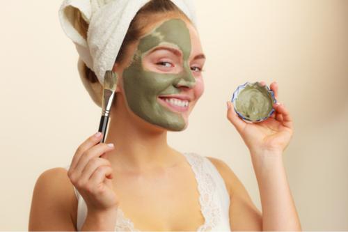 Máscaras antioxidantes com chá verde para revitalizar a pele e os cabelos