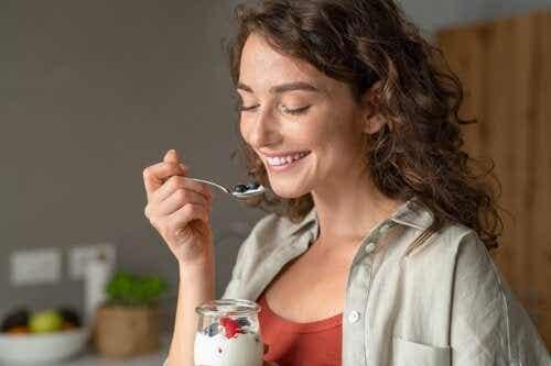 6 receitas saudáveis de café da manhã com iogurte