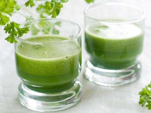Controle a ansiedade com um suco de alho, cebola, pimentão e salsa