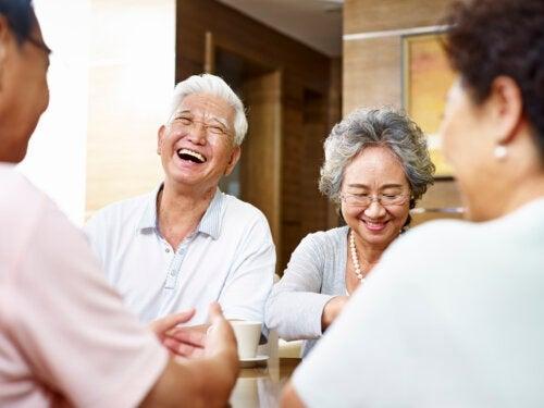6 benefícios de ter amigos na velhice