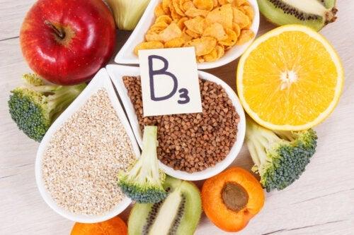Vitamina B3: funções, fontes alimentares e consequências do seu déficit