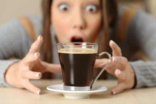 O que acontece no seu corpo quando você consome cafeína em excesso?