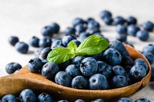 Os alimentos anti-inflamatórios que você deve incluir na sua dieta
