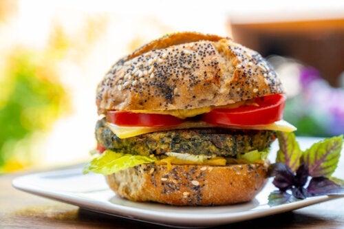 Hambúrguer de batata e espinafre: experimente!