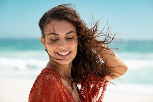6 dicas para lavar o cabelo depois de ir à praia